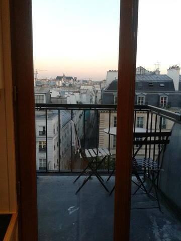 Charming flat on the roofs of Paris