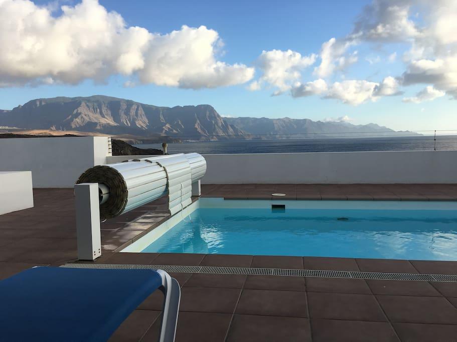 Mirador frente al mar con piscina climatizada houses for for Piscina las palmas