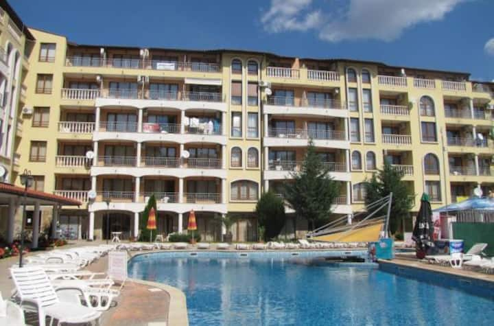 1 room with bathroom in 3-rooms aparts Sunny Beach