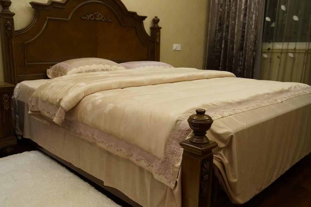 二楼卧室之一