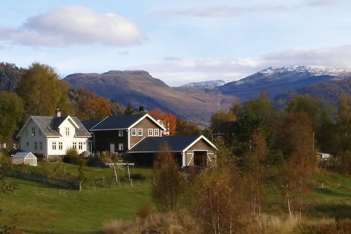 Lambhaug Lodge - apartment on Organic farm