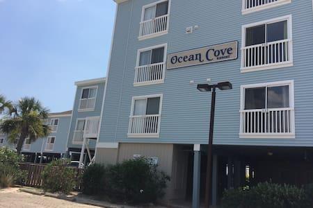 Oceanfront Ocean Isle Beach Condo - コンドミニアム