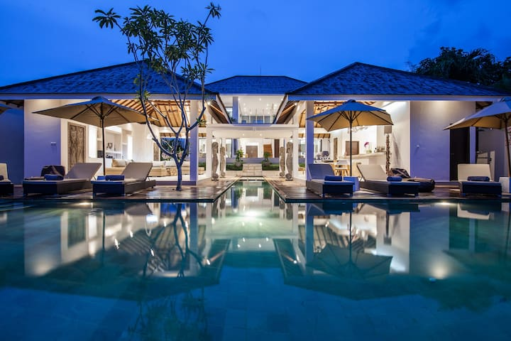 Somptuous 6BR & Private Pool Villa in Canggu - Mengwi