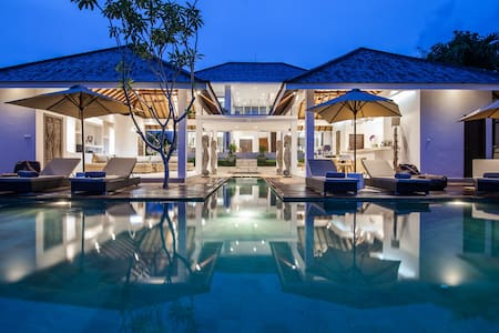 Somptuous 6BR & Private Pool Villa in Canggu - 孟格威 - 别墅