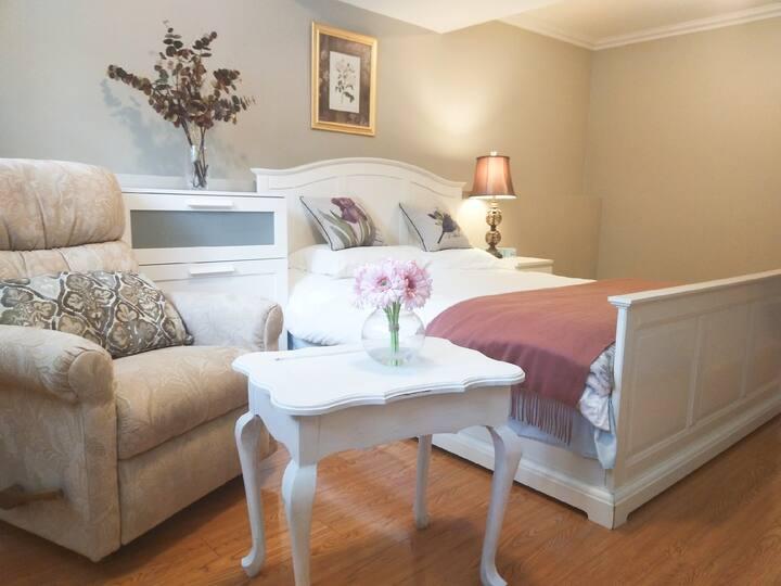 Crescent Park Cozy Suite 1 bedroom +1 bath +lounge