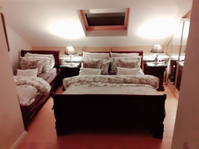 2 rooms each sleeps 3 people 70 euro per room
