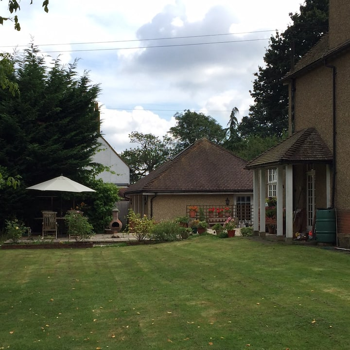 Secluded private Annexe Apartment in South Mimms
