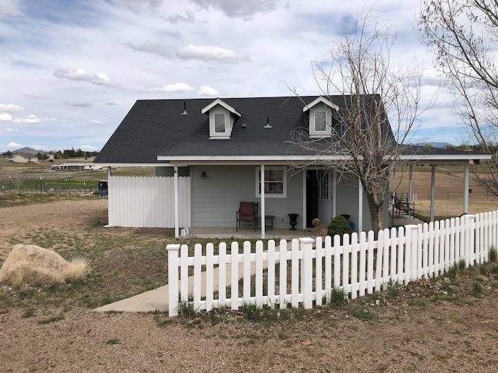 Private guesthouse on  horse ranch in Chino Valley