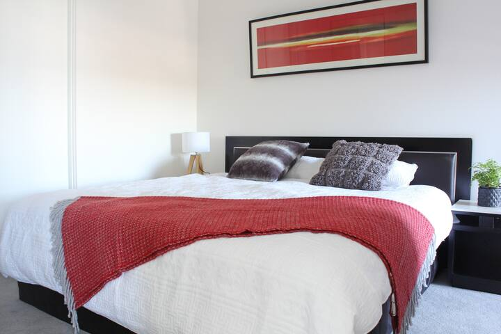 *NEW* 2bed2bath Apt close to Crown/Sth Melb Market