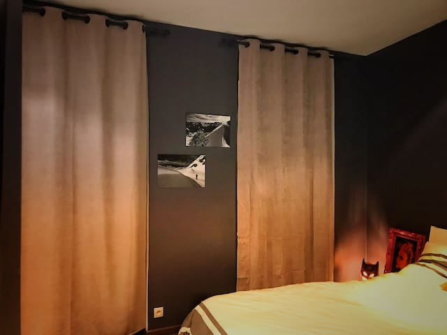 Chambre 1 (Douche-Bain-WC-TV-Musique 24m2).