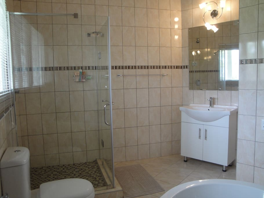 Bathroom en-suite with bath and shower