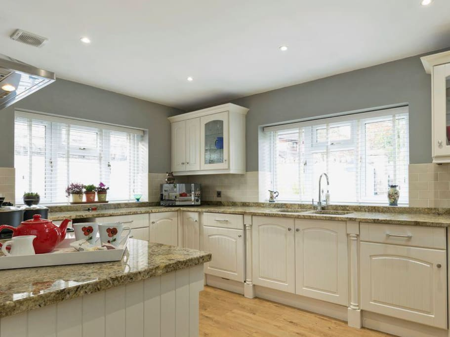 Immaculately presented kitchen area