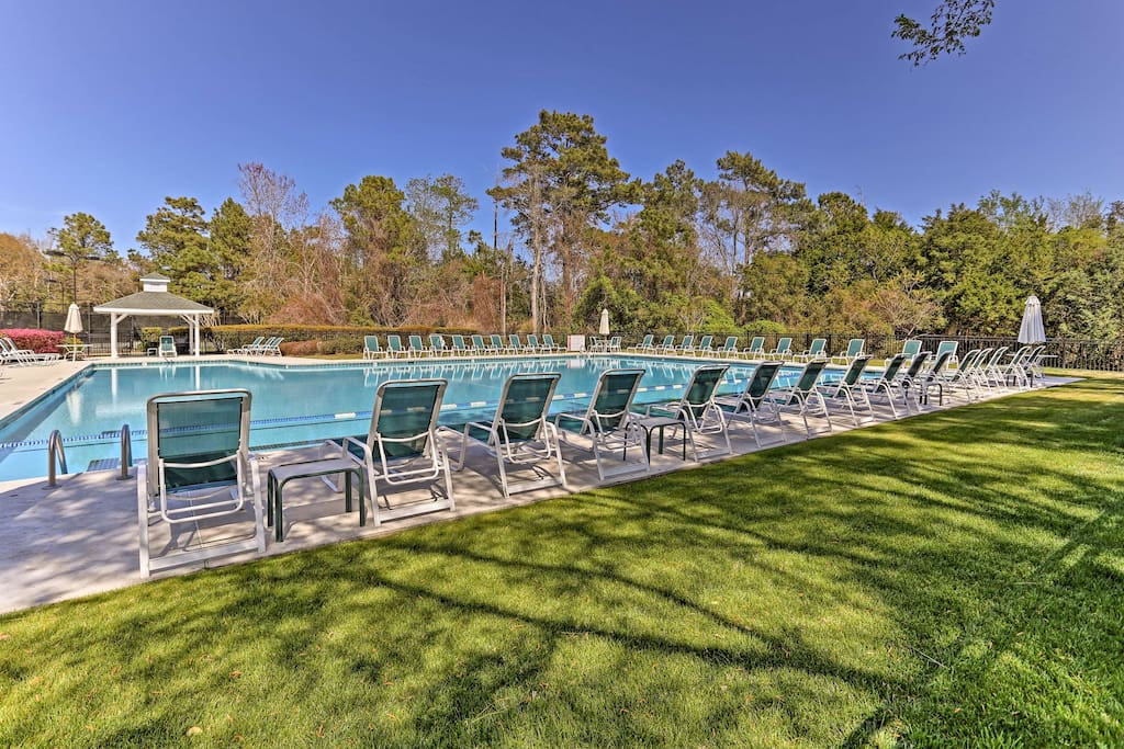Enjoy access to tons of community amenities, like this refreshing pool!