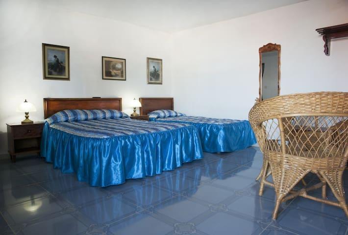 Hostal Las Terrazas de Baracoa habitacion triple 1