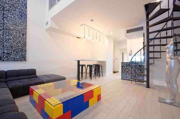 Modern open concept artist loft central downtown