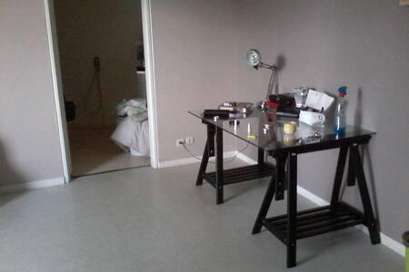 Studio agréable propre et came - Champs-sur-Marne - Apartamento