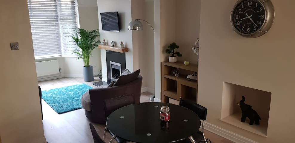 Modern,Quiet Home,Close to Crewe Train Station&M6