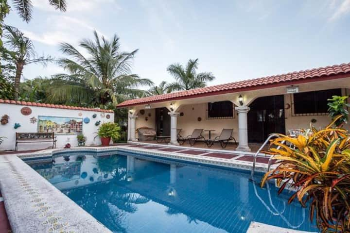 Private Walk-to-All Home, Pool, 4 Blocks to Ocean