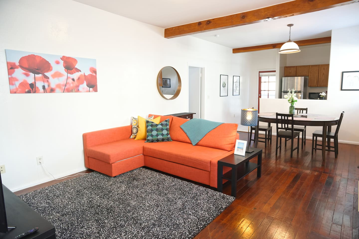 Spacious, bright and super-comfortable: 2 bedroom and 2 bathroom home away from home