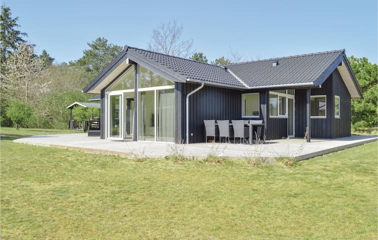 Holiday cottage with 3 bedrooms on 94m² in Jægerspris