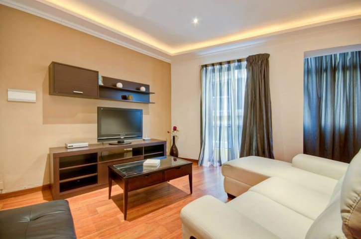 Twin Room in Sliema - just one minute to the sea!