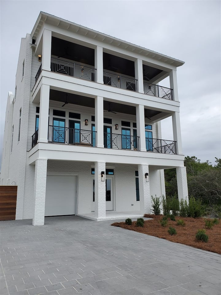 Saltaire: Brand New Resort Home, Gulf Views, Large Private Pool, Just Steps to the Beach