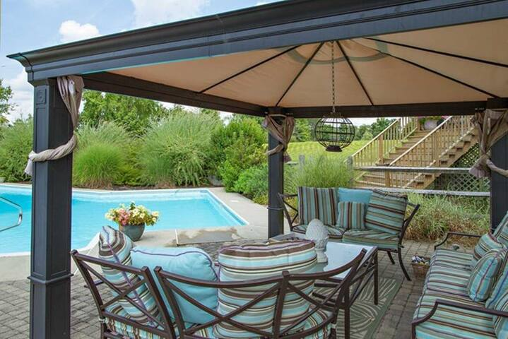 Stunning Home-Resort Pool Area*View - Lagrangeville