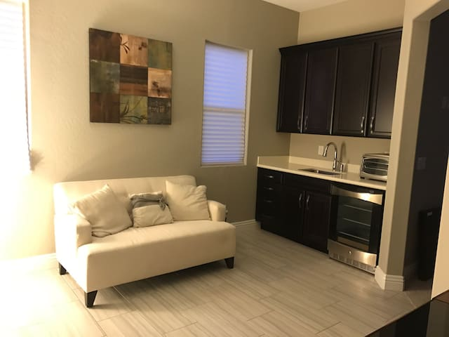 Private Apartment in custom home. - Las Vegas - Huis