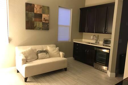Private Apartment in custom home. - Las Vegas