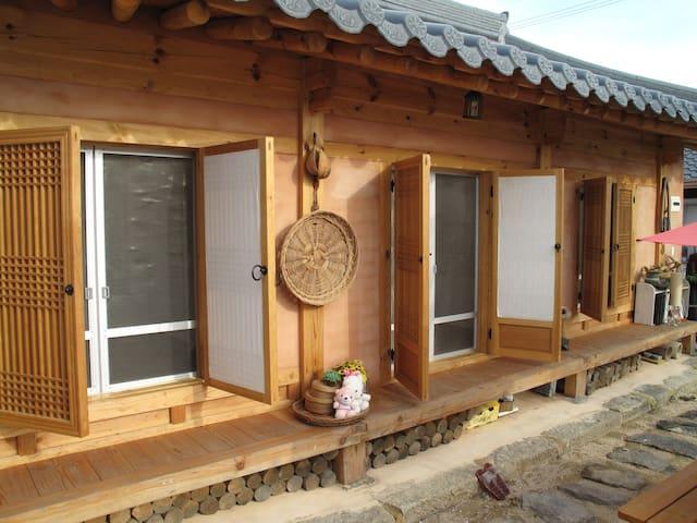 Dongchae1 - Hwangnam Hanok Stay(황남고택)