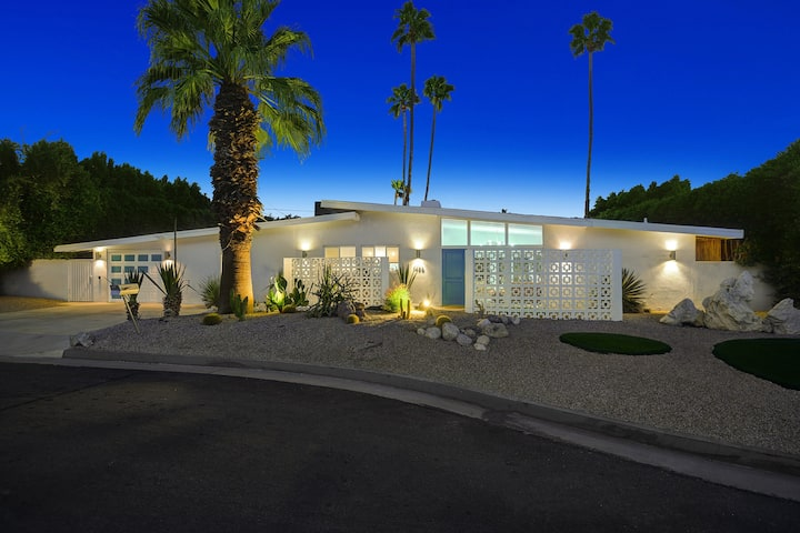 Private Palm Springs Mid Century close to Downtown