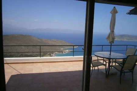 Comfortable villa with sea & mountain views. - Kavousi - Hus