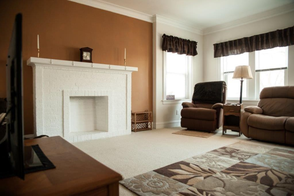 Classic Top Floor 2 Bedroom Flat Apartments For Rent In Evanston Illinois United States