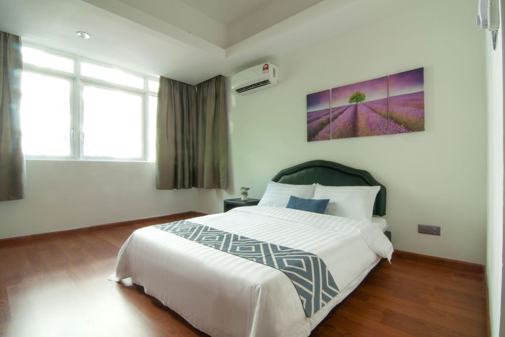 MASTER BED ROOM- KING SIZE BED