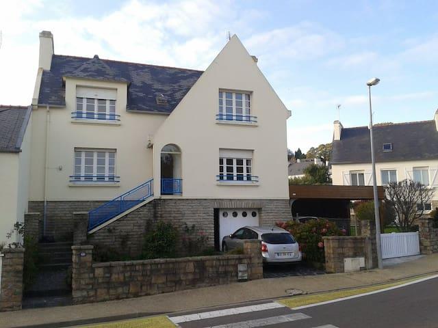 Grande maison avec jardin clos au bord de la mer - Audierne - Casa