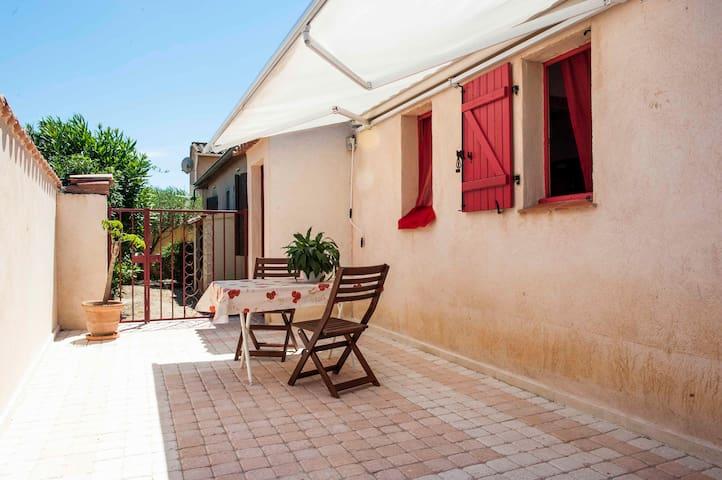 Beau studio 25m² avec terrasse privatisée 20m² - Bormes-les-Mimosas - House