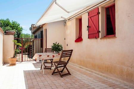 Beau studio 25m² avec terrasse privatisée 20m² - Bormes-les-Mimosas - Hus