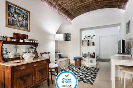 Ebora Home