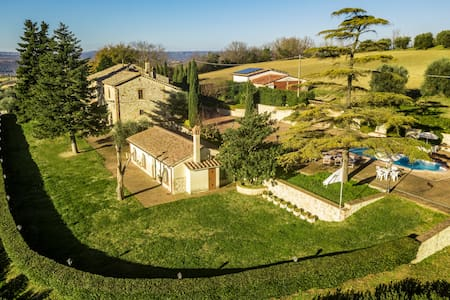 Il Colle P New gracious cottege, garden and pool