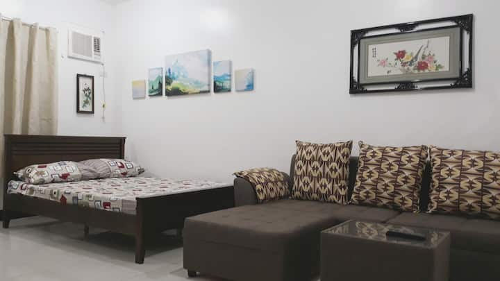Ilia's Cozy Abode near Enchanted Kingdom & Nuvali
