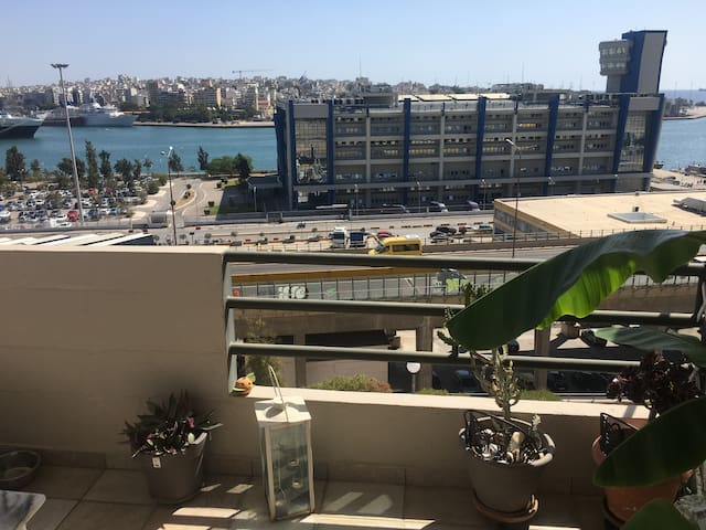 Charming apartment with Piraeus port view