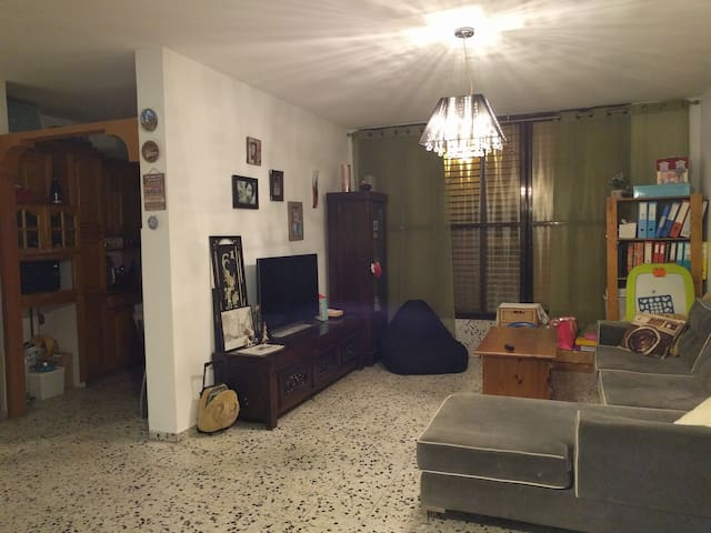 2 rooms for rent in Holon