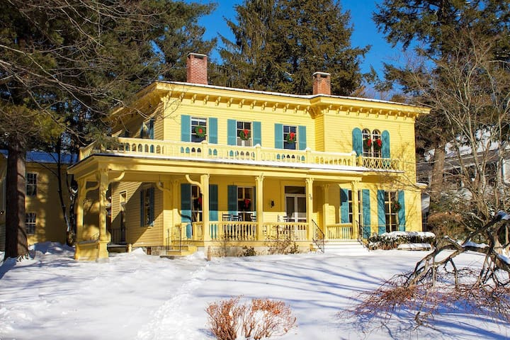 The Henderson House: Great Ski Vacation Rental!
