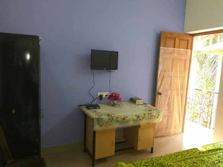 Cosy solo room with balcony (VN01)