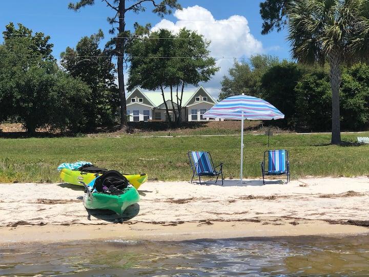 Bayfront home w pool; close to SGI; fishing kayaks
