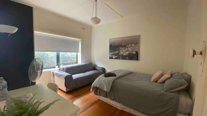 Cozy Room in ideal location