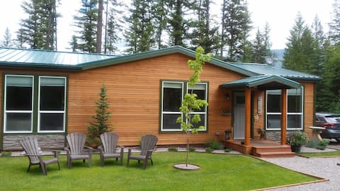 Black Bear Cabin - Close to West Glacer & Skiing!