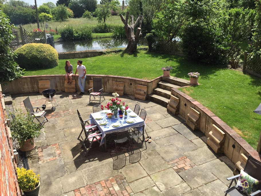 Huge terrace for gatherings, barbecues and evening drinks