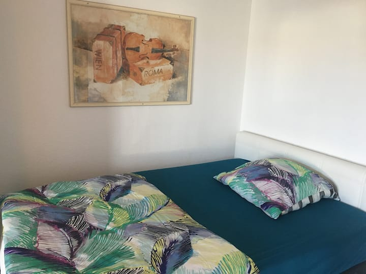 schönes Zimmer im gepflegten Appartement