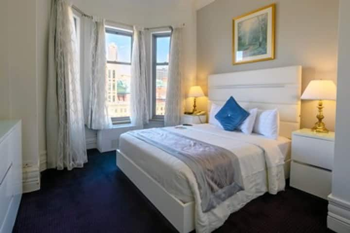 Michigan Avenue Boutique Hotel, Queen Bed